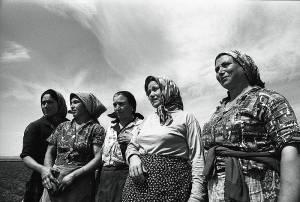 Silvestre Loconsolo, Raccoglitrici di pomodori (1965), © Archivio del Lavoro