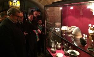 Emiliano visita il museo di Vaste